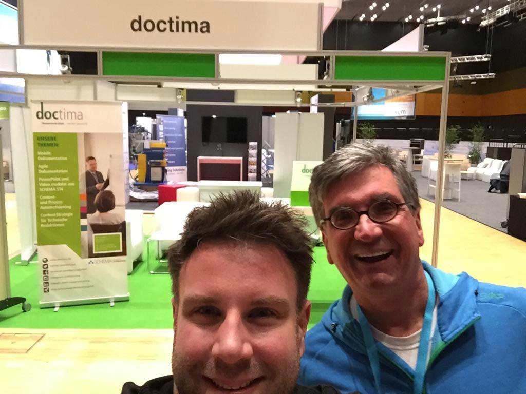 Markus Nickl und Benjamin Rauschenberger nach dem Standaufbau, tekom 2019