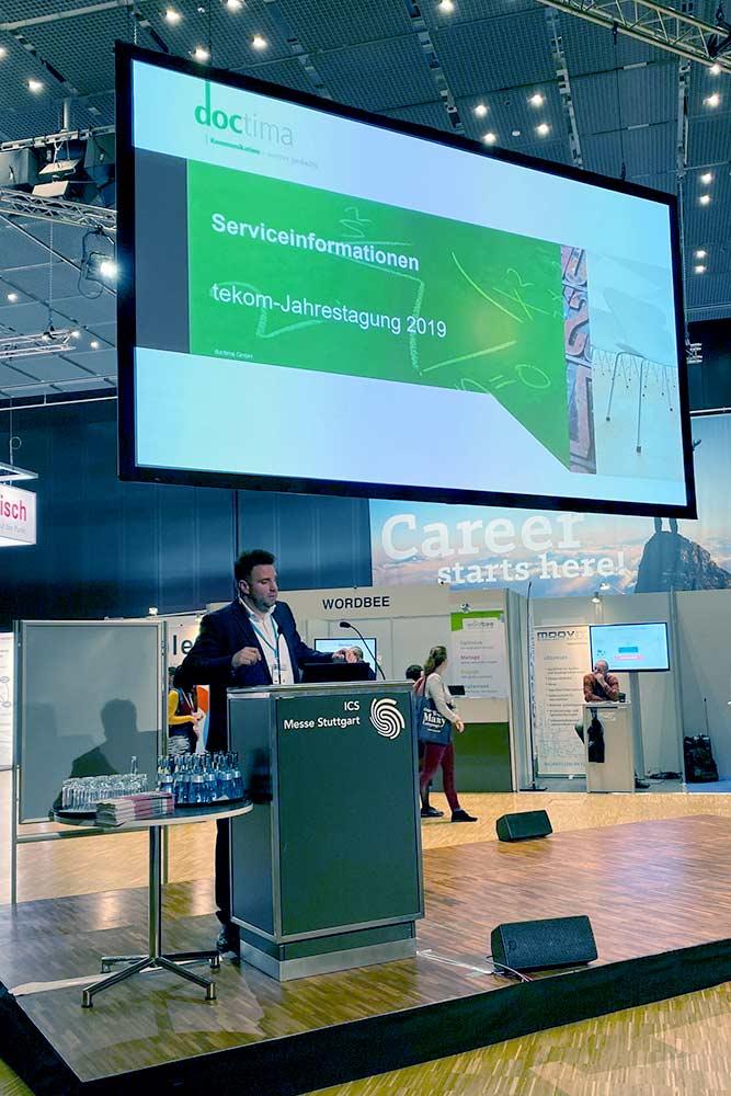 Benjamin Rauschenberger beim Vortrag auf der tekom 2019. Arena Serviceinformationen, Mobile Apps im Arbeitsschutz